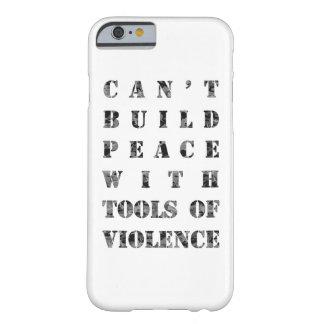 Kann Frieden mit Werkzeugen der Gewalt nicht Barely There iPhone 6 Hülle