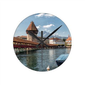 Kapellen-Brücken-Luzerne, die Schweiz Runde Wanduhr