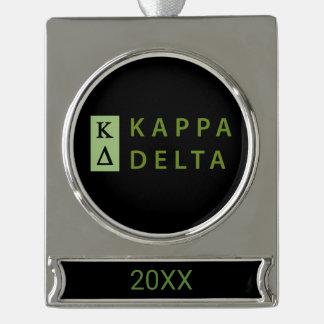 Kappa-Dreieck gestapelt Banner-Ornament Silber