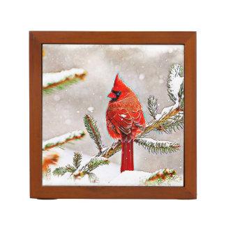Kardinal in einem Kiefernbaum im Winter Stifthalter