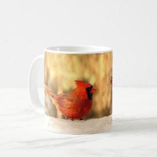 Kardinäle in der Herbst-Tasse Kaffeetasse