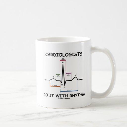 Kardiologen tun es mit Rhythmus (ECG/EKG) Tasse