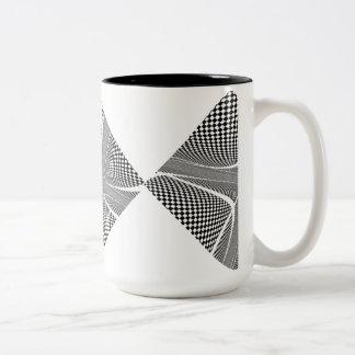 Karierter Schwarzweiss-Strudel Zweifarbige Tasse