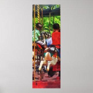 Karnevale - Freunde auf dem Fröhlich-Gehen-Runden Poster