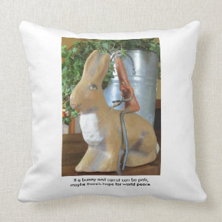 Karotte u. Kaninchen = Frieden für die Welt? Kissen