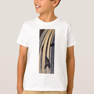 Karpfen, der herauf eine Kaskade durch Katsushika T-Shirt