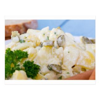 Kartoffelsalat mit Wurst und Senf Postkarte