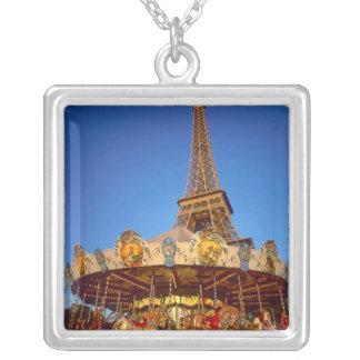 Karussell, Eiffelturm, Paris, Frankreich Versilberte Kette