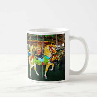Karussell unter der Uhr Kaffeetasse