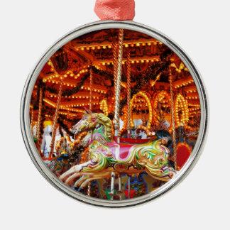 Karusselschlauchentwurf Rundes Silberfarbenes Ornament