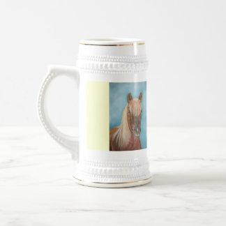 Kastanienstutenpferd mit pferdeartiger Kunst der Bierglas