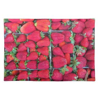 Kästen gefüllt mit roten Erdbeeren Tischset