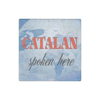 Katalanisch gesprochene hier bewölkte Erde Steinmagnet