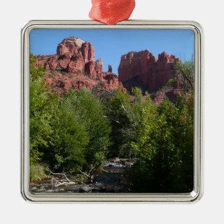 Kathedralen-Felsen und Strom in Sedona Arizona Quadratisches Silberfarbenes Ornament