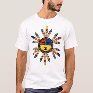 Katsina Sun stellen Kopfschmuck gegenüber T-Shirt