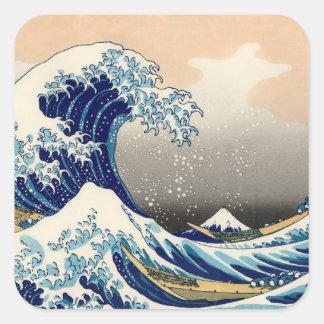 KATSUSHIKA HOKUSAI - Die große Welle weg von Quadratischer Aufkleber