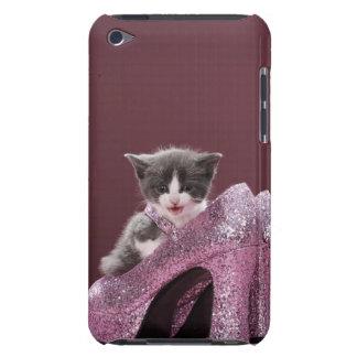 Kätzchen, das in den Glitterschuhen sitzt Barely There iPod Cover