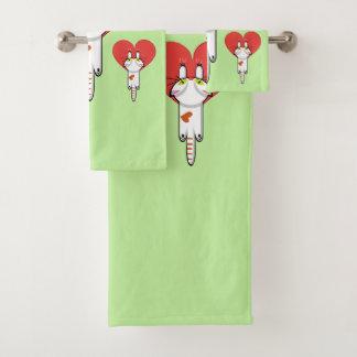 Kätzchen, das Liebe anhaftet Badhandtuch Set