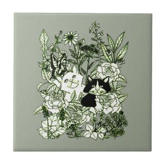 Kätzchen in den Wildblumen Fliese