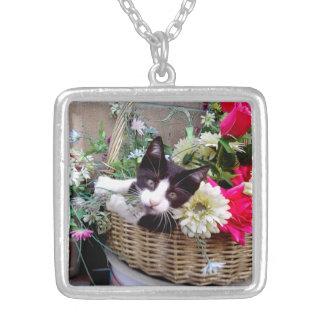 Kätzchen in einem Korb Versilberte Kette