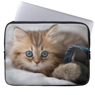 Kätzchen mit blauen Augen Laptop Sleeve