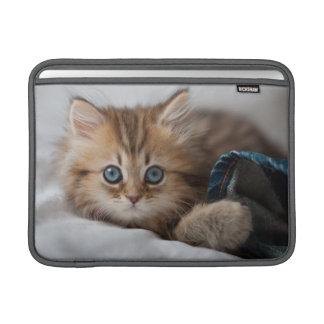 Kätzchen mit blauen Augen MacBook Sleeve