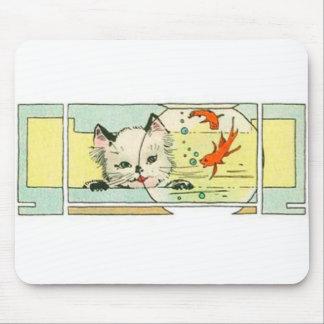Kätzchen mit den Fischen illustriert Mousepad
