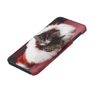Kätzchen schlafend zusammen im Weihnachtshut iPod Touch 5G Hülle