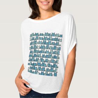 Kätzchen stellt mich blauen T - Shirt nicht her