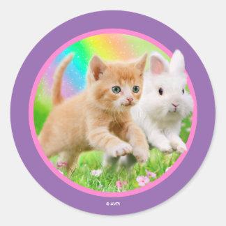 Kätzchen u. Häschen mit Regenbogen Runder Aufkleber