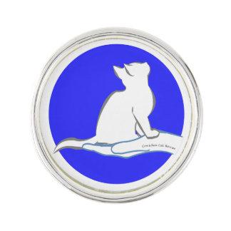 Katze an Hand, Text, blauer Kreis Anstecknadel