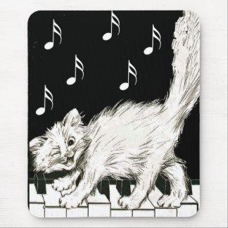 Katze auf den Klavier-Schlüsseln Mauspad