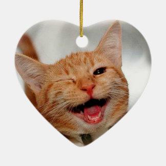 Katze, die blinzelt - orange Katze - lustige Keramik Herz-Ornament