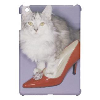 Katze, die in hohen Absatz tritt iPad Mini Schale