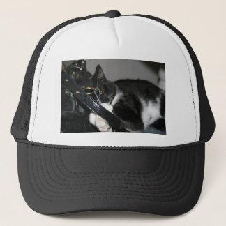 Katze die, Tasche zu halten verlassen Truckerkappe