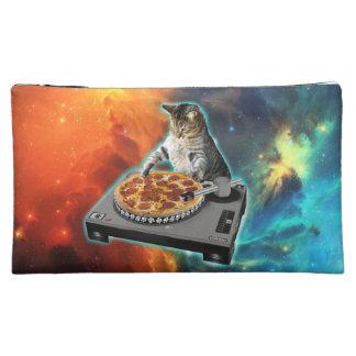 Katze DJ mit der soliden Tabelle des Discjockeys