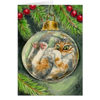 Katze in der Weihnachtsverzierungskarte