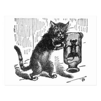 Katze rüttelt die Flasche, die Maus enthält Postkarte