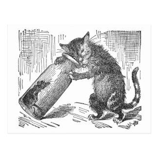 Katze spioniert Maus in der Flasche aus Postkarte