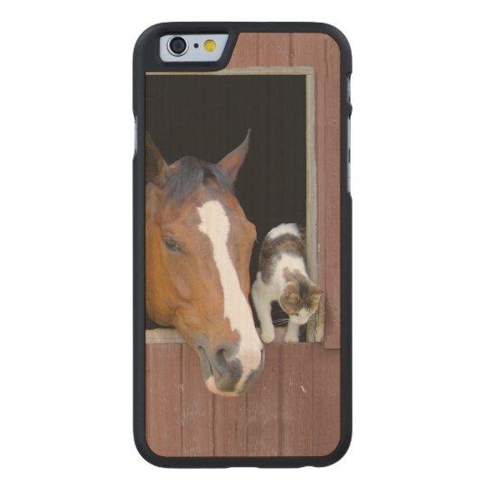 Katze und Pferd - Pferderanch - Pferdeliebhaber Carved® iPhone 6 Hülle Ahorn