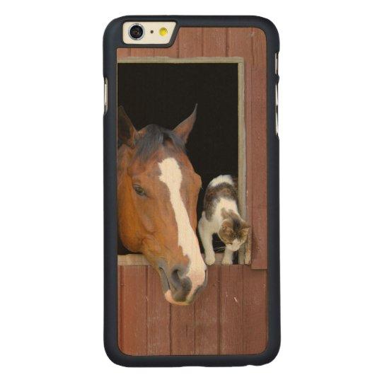 Katze und Pferd - Pferderanch - Pferdeliebhaber Carved® Maple iPhone 6 Plus Hülle