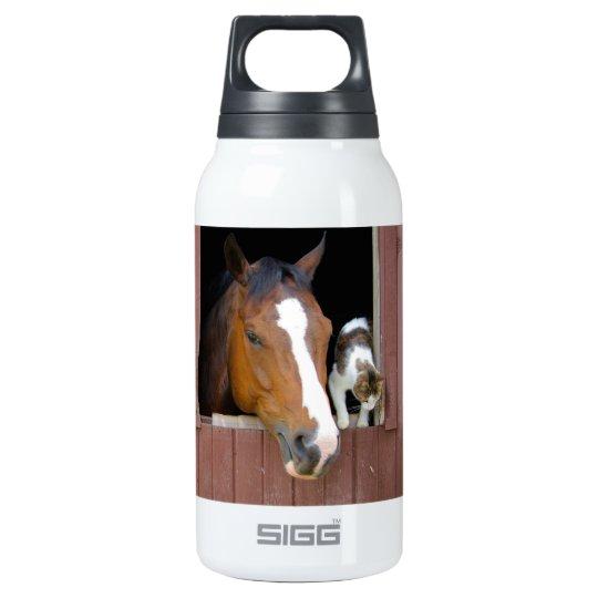 Katze und Pferd - Pferderanch - Pferdeliebhaber Isolierte Flaschen