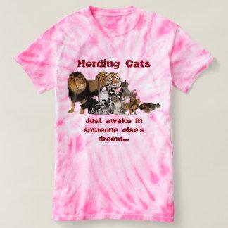 Katzen in Herden leben - Antrag-Management T-shirt