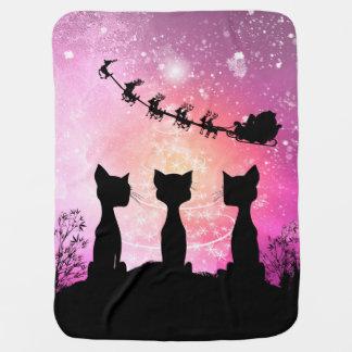 Katzen schaut zum Himmel zu Weihnachtsmann Puckdecke