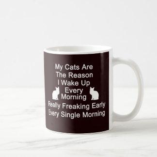 Katzen sind der Tasse-Schwarze Grund-Kaffee Kaffeetasse