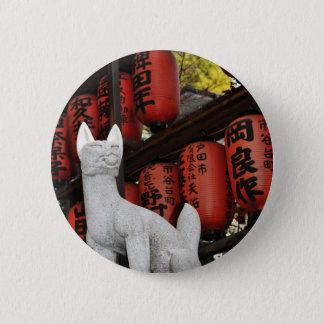 Katzenstatue in Tokyo, Japan Runder Button 5,7 Cm