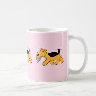 Kawaii Airedale-Terrier-Hund mit einer Hut-Tasse Kaffeetasse