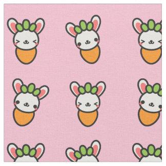 Kawaii Häschen-Karotte mit rosa Hintergrund Stoff