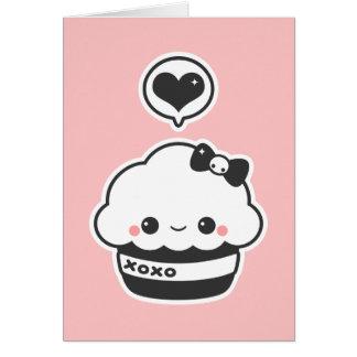 Kawaii umarmt und küsst kleinen Kuchen Karte