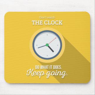 Keep Gehen passen nicht die Uhr auf sich gelb zu Mauspads